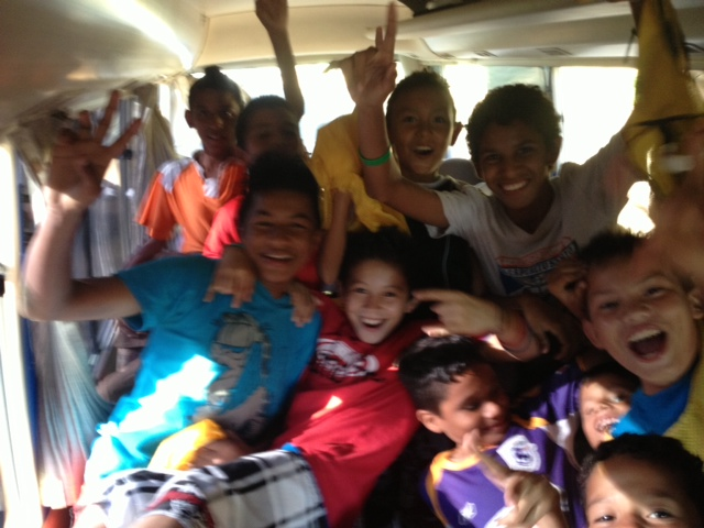 Brasilito kids on the bus